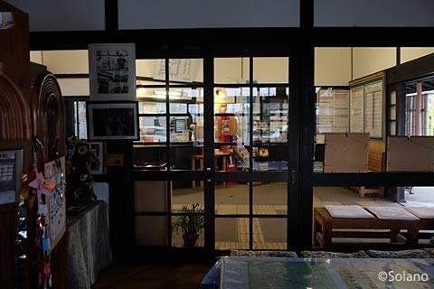 三間坂駅、駅舎内の交流スペース