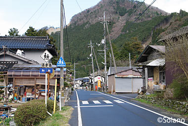 知和駅近くの集落