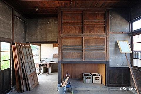 肥前長野駅駅舎、旧駅事務室の内部。