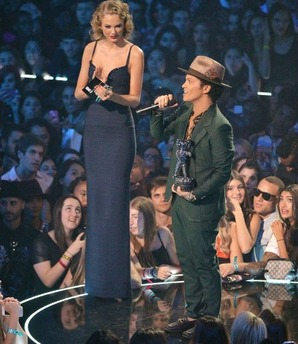 taylor-swift-and-bruno-mars2