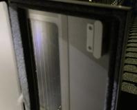 扉の内側に磁石部分を設置