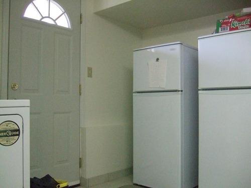 C 専用玄関 と 冷蔵庫 各1名