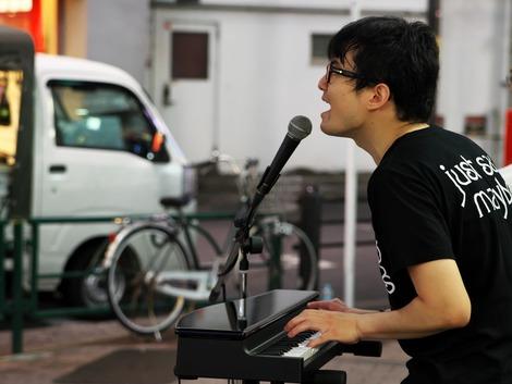 20180608 新谷隼平 池袋路上ライブ-4