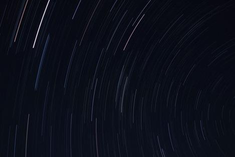 星は動いている