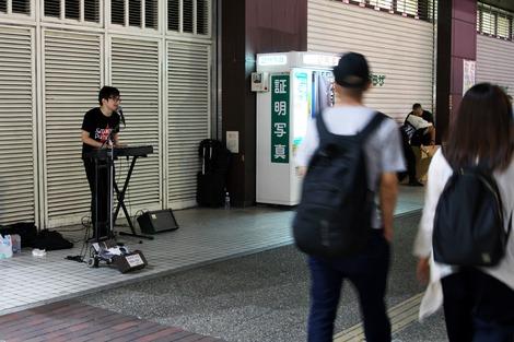 20180608 新谷隼平 池袋路上ライブ-1