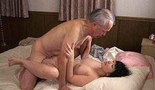 【上原亜衣】義父に無理やり犯されたあの中出し性交が忘れられない人妻www