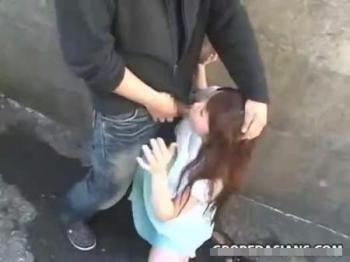 【青姦レ●プ動画】鬼畜注意!ストーカーに駐車場の裏に連れ込まれ強引にレ●プされた女子大生の悲劇・・・