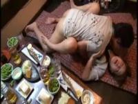 【人妻凌辱】居酒屋個室で泥酔人妻に言い寄りその場で不倫レイプ開始!