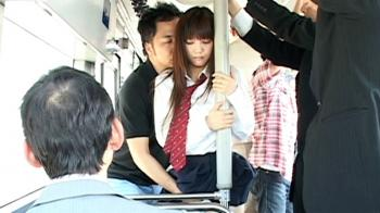 可愛い女子校生が痴漢集団にバスの中で中出し!みづなれい