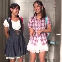 【JS ロリ動画】完全アウト!小学生にみえる少女2人を路地裏に連れ込んで処女マンコに種付けww||