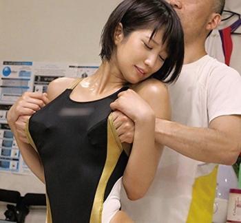 盗撮マッサージ 競泳水着のピタコス美少女を施術師の巧みなマッサージと肉棒でイカせまくる