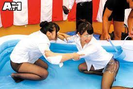黒パンストにローションたっぷり塗ってのOL相撲対決!次々服を脱がして最後は罰ゲーム||