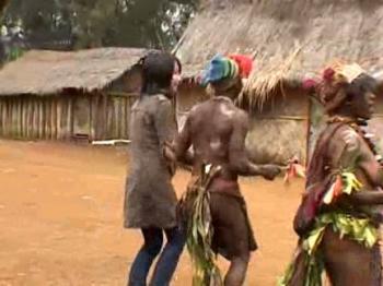 パプアニューギニアに実存した首狩り族の村。帰国子女が現地民族とハメ撮り!