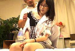 【盗撮】「念入りにやりますね」変態整体師にマンコの奥まで診察されたK応大学病院のメガネ女医