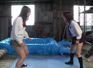 ローションキャットファイトの罰ゲームで即ハメされる女子校生w||