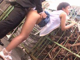 美少女、紗倉まな出演のバック無料H動画。チカンにバイブ攻めされ動けなくなった美少女を路地裏に連れ込みバックから突きまくる!