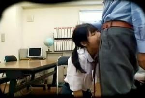 万引きした教え子のカラダを弄ぶ担任教師が別の意味で熱血すぎる件w