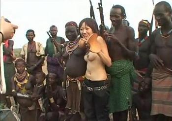 【ドキュメント映像】異文化交流と称して日本人女性がアフリカで巨根原住民と中出しセックスに挑戦ww