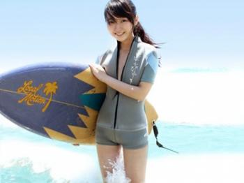 【美少女ロリ】サーフショップで働く元SKE48の松井玲奈クンに似た無毛ワレメのアイドル娘がエロいwww