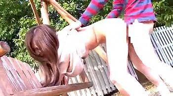 【母子相姦ハプニング】「こんなに気持ち良かったの何年ぶりだろう」公園で偶然息子チ○コが挿入!シーソーやスベリ台で白昼堂々