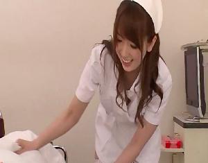 【波多野結衣】患者の股間を悪戯して言葉では拒否しても笑顔でしゃぶるw