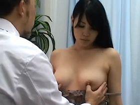 大人しそうな美乳娘に猥褻中出し診察する悪徳産婦人科医