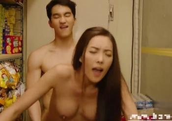 モデルのような韓国人美女がキモ男から立ちバックでパンパン突かれ絶叫しながら感じまくる!