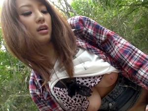 最上級のエロボディJカップ美爆乳の童顔美少女・宇都宮しをんが刺激を求めて公開プレイ青姦セックス