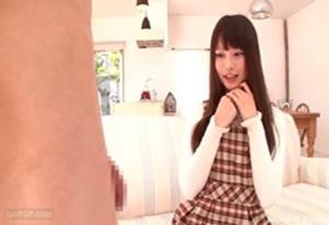 【センズリ鑑賞】突然チ○ポを見せつけられて困惑する黒髪美少女 咲田ありな