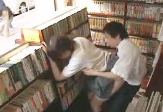 【JK】古本屋の店先で痴漢師に犯される三つ編みの女子校生