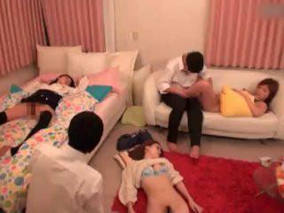 姉と姉の友達を睡眠薬で眠らせて僕の友達と一緒にやりたい放題やっちゃいましたw