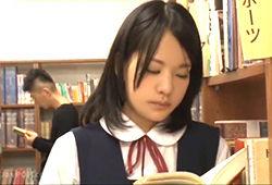恐るべき犯行…居眠りしちゃうほど勉強を頑張ってる優等生JKを図書館の中でレイプ!