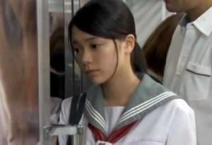 【痴漢】イヤなのに拒めず痴漢にレイプされる女子校生のカラダに次第に変化がw