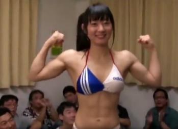 本田奈々美 本格派筋肉美女がおっさん達の前で惜しみもなく筋肉を披露ww