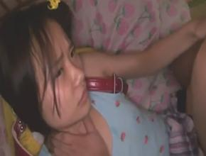 父親が性欲処理のために小○生の娘のJSロリまんこにたっぷり中出ししている衝撃動画!