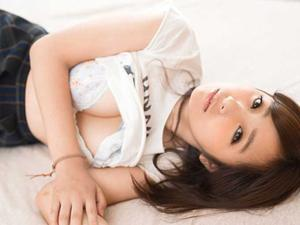 某有名美術大学に通っている油絵専攻の透明感溢れる美人女子大生・深川鈴ちゃんがドM覚醒し奇跡のAVデビュー!