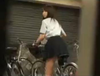 【ロリ JK レイプ】自転車のサドルに媚薬を塗ったら自転車置き場で女子校生がオナニーを始めたので犯してやった