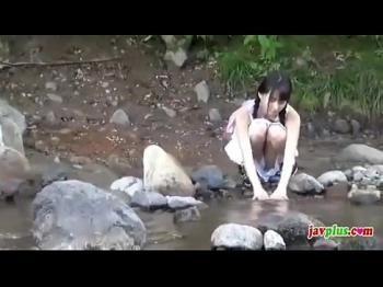 【ロリ美少女】川遊びしてる清楚系美少女→突如全裸になって水着にお着替え→発見したので即ハボしたったw