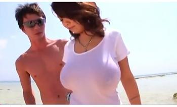 夏休みなので海水浴に来た桜木莉愛さんLカップ爆乳!ナンパされています!