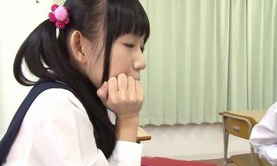 【小西まりえ 青井いちご 有本紗世】ロリ系女子高生達が思春期になりエッチなことに興味深々!