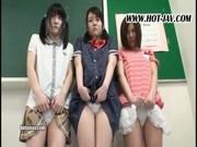 【素人】可愛らしい女の子三人組みをすき放題イタズラする大人