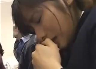 【女子校生 JK】痴漢の手マンに必死に耐える大人しい女の子に容赦なく挿入中出し