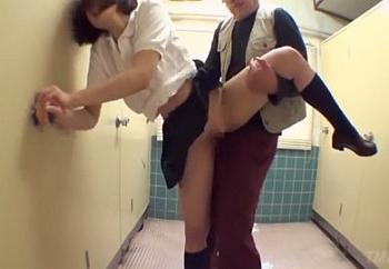 「誰か助けて…」ぷっくり乳首が卑猥すぎるGカップ巨乳の制服少女が中年男に押し倒されて種付け強姦される…かなで自由||