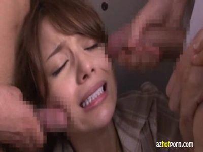 新任のハーフ系美人女教師がロッカールームで生徒からガチ乱暴されて撮影されてるww