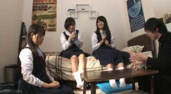 【ロリ JK】クラスの女子たちと王様ゲームでエッチな命令をしてみた結果