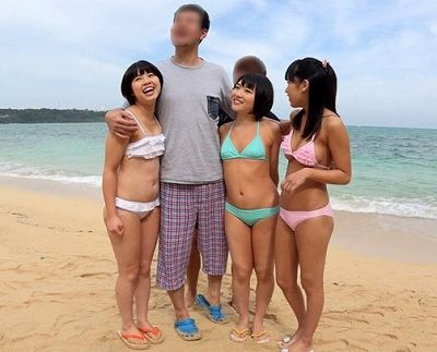 ロリ少女3人組を南国の島でナンパして青姦つるマンに中出し乱交www