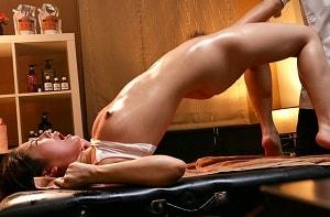 【卯水咲流】 スレンダー美女の悶絶痙攣が止まらない媚薬オイルマッサージ中出しレ○プ!!