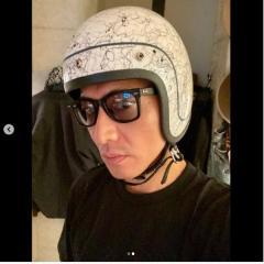 木村拓哉、バイクのヘルメット姿に失笑が続出「若作りが痛々しい」