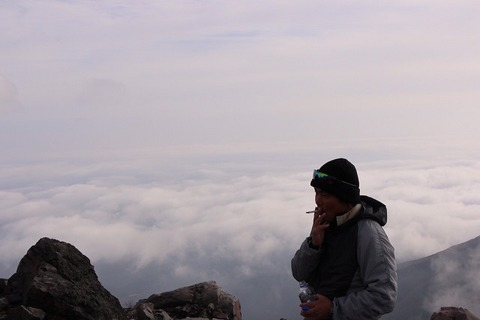 雲海の上で一服
