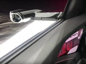 """車からサイドミラーがなくなる!?Audi、""""バーチャルミラー""""の動画を公開"""